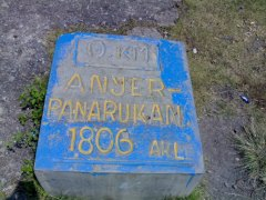 Een plaquette die het nulpunt van de Grote Postweg aangeeft in Anyer
