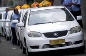 Een rij van wachtende taxi's van Express Taxi