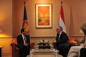ASEAN secretaris-generaal Le Luong Minh en minister Timmermans