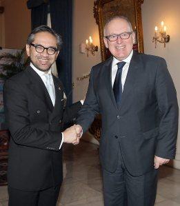 Ministers Marty Natalegawa (Indonesië) en Frans Timmermans (Nederland)