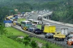 File op de bestaande tolweg tussen Jakarta en Bandung