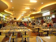 Een foodcourt in een winkelcentrum in Jakarta.