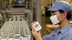 Een fabriek van melkfabrikant Friesche Vlag in Jakarta
