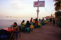 Eetstalletjes bij het strand van Losari