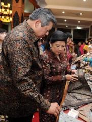 President SBY en zijn vrouw Ani met batikkleding.