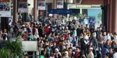 Grote drukte op het vliegveld Soekarno-Hatta bij Jakarta