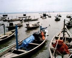 Vissersbootjes bij Ternate in de provincie Noord-Molukken