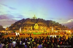 De viering van Waisak bij de Borobudur-tempel