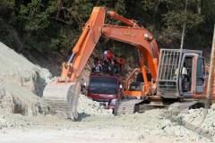 Wegenbouwwerkzaamheden op het eiland Flores (Oost-Nusa Tenggara)