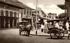 Drukte op de Grote Postweg, bij de kruising met de Bragaweg.