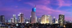 Wisma 46, het hoofdkantoor van de BNI-bank, steekt ver boven de skyline van Jakarta uit.