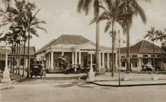Het oude gebouw van Hotel Preanger, voor 1930.