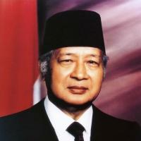 Staatsieportret van Soeharto aan het begin van zijn zesde termijn in 1993.