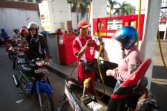 Hogere benzineprijzen bij de tankstations van Pertamina.