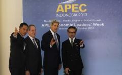 John Kerry en Marty Natalegawa, ministers van buitenlandse zaken van de VS en Indonesië.