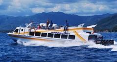 Snelle boot tussen Bali en de Gili-eilanden.