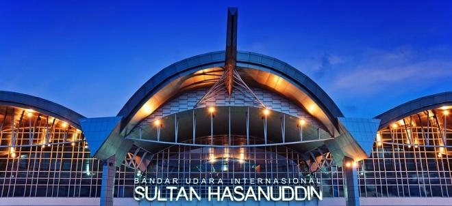 Het in 2008 geopende terminalgebouw van het vliegveld van Makassar.