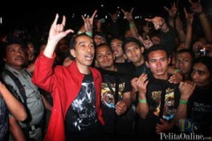 Jokowi tijdens een heavy metal-concert.