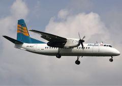 Een propellervliegtuig van Merpati tussen Bali en Lombok. De overtocht duurt een klein half uur.