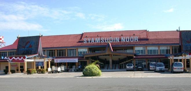 Syamsudin Noor Airport wordt de komende jaren uitgebreid, zodat het een capaciteit van 7 miljoen passagiers per jaar heeft.