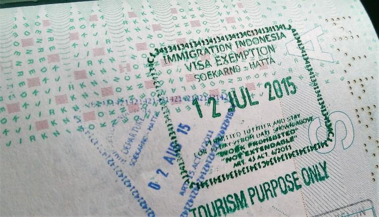 Voor de visumvrijstelling krijg je een gedateerde stempel, met daarbij duidelijk de beperking dat het alleen voor toeristen bedoeld is.