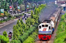 trein Mutiara Timur in Surabaya.PNG