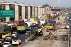 Jakarta Cikampek elevated tolweg.jpg
