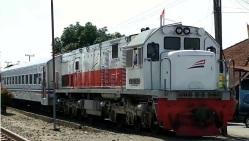 Siantar Ekspres trein Medan.jpg