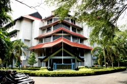 Campus UNHAS Makassar.JPG